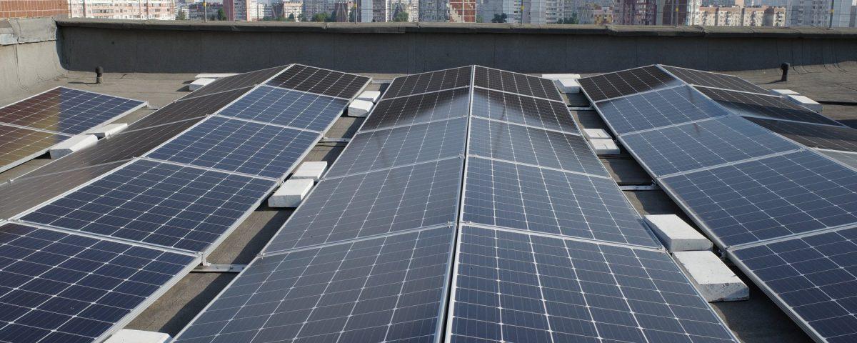 На Троєщині встановили найбільшу в Україні сонячну електростанцію на даху